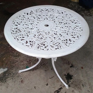 Table White Wrought Iron Outdoor Small (65cm high x 70cm diameter).