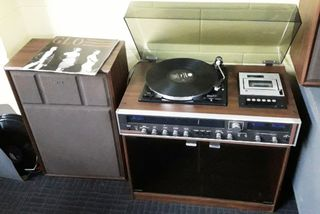 Stereo Record Player Working 1970s (includes 2 speakers)