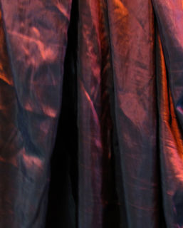 Curtain Shot Taffeta Red/Black (2.6m x 3.5m) [x=3]