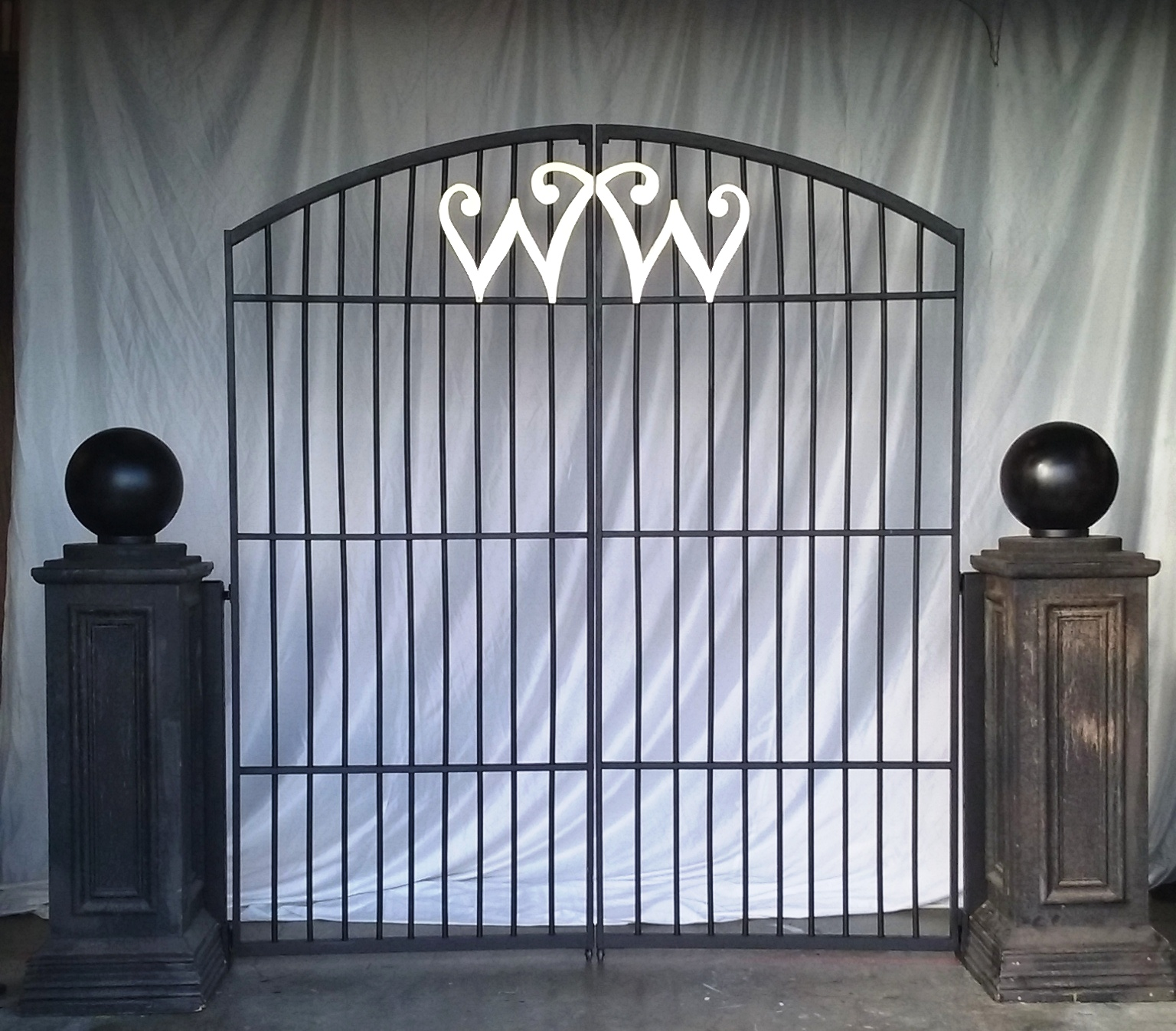Willy Wonka Gate (2.3m x 1m)
