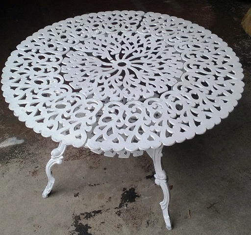 Table White Wrought Iron Outdoor Large (65cm high x 1m diameter)